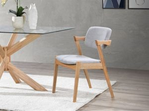 If you are simple and not interested in a busy dining chair, the modern dining chair is for you when choosing your perfect dining chairs. The modern chairs will directly contrast the previously mentioned traditional chairs in the sense that they will be extremely organic and not contain much-unneeded ornamentation. These chairs are often made out of moulded plastic or metal. These tend to be plain in colour and not contain any patterns or upholstery.