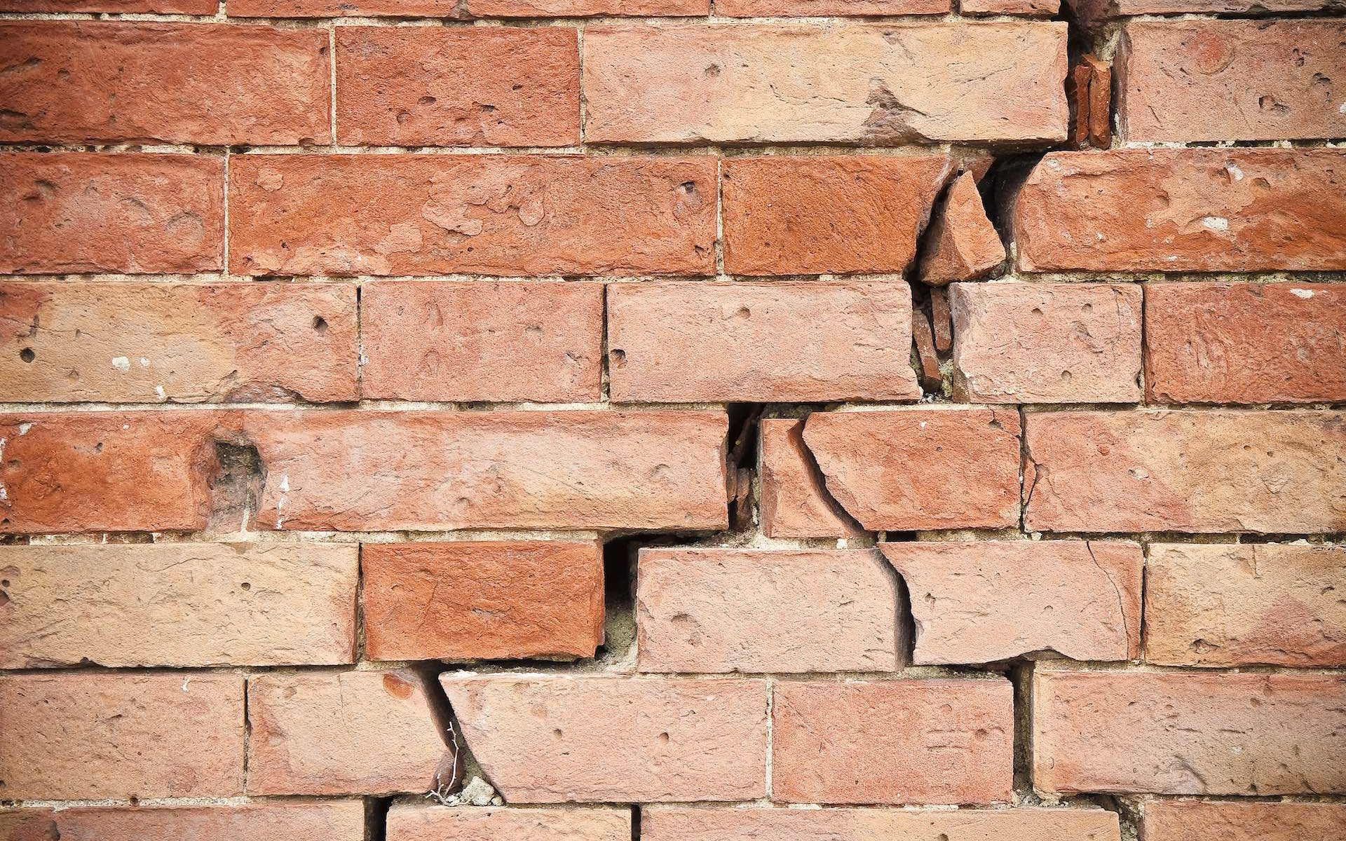 8 Causes Of Cracks In Walls And H ow To Fix It