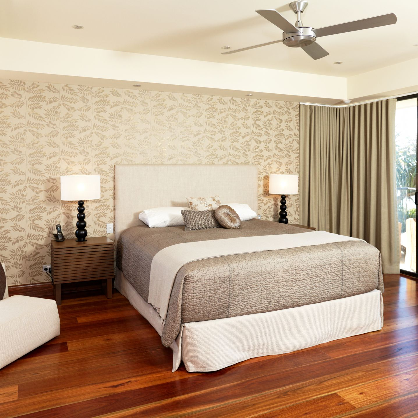 11 Steps On How To Deep Clean Your Bedroom