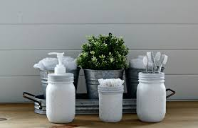 Use a few spare mason jars and you've got some handy spaces for all the little bathroom things. Adorable!  DIY mason jar bathroom containers